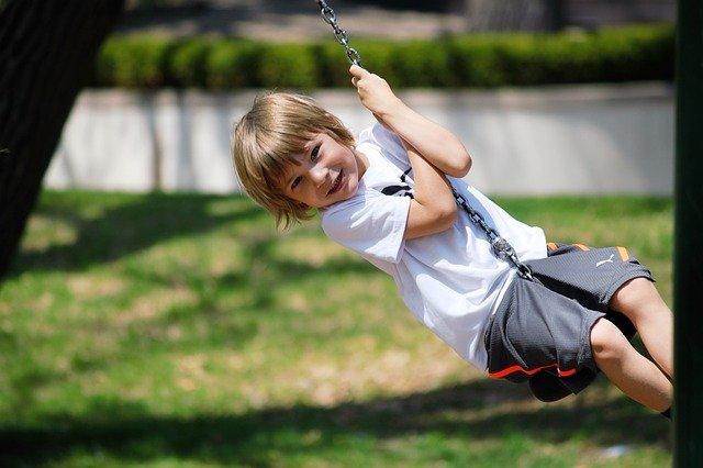 Onderzoek toont aan dat kinderen minder buitenspelen